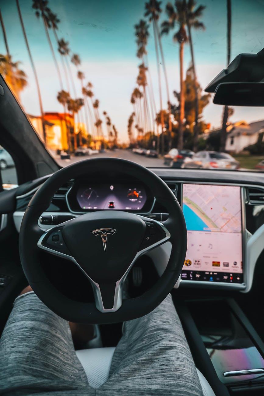 Tesla - Autopilot - humanfactors101.com